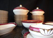 Service de table porclaine de Limoges lie de vin et doré sur fond blanc 55 pièce