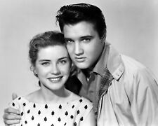 """ELVIS PRESLEY AND DOLORES HART IN """"KING CREOLE"""" - 8X10 PUBLICITY PHOTO (AB958)"""