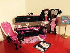 Monster High Draculaura Bed & Bathroom Set & Original 2008 1st Wave Doll