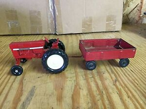 ERTL #52 WIDE FRONT INTERNATIONAL 66 SERIES AND WAGON SET 1/32 SCALE USED 70s