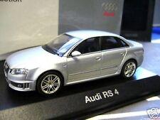 AUDI A4 RS 4 RS4 Quattro Limousine silber silver 2005 B7 Minichamps Dealer 1:43