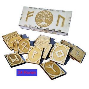 Hochwertiges Runen Set aus 24 Runen in eine Geschenkbox aus Holz