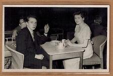 Carte Photo vintage card RPPC homme et femme en train de boire café kh0203