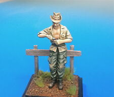 U-Models 1/35 French Indochina Soldier At Rest No.2 Eating (1 figure)