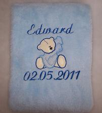Couverture avec le nom et la date de naissance du bébé - personnalisé et brodée