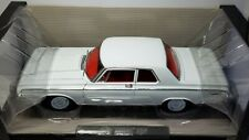 1/18 HIGHWAY 61 1964 DODGE 330 HEMI WHITE