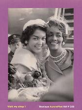 PHOTO DE PRESSE 1960 : MISS AMERICAN BEAUTY & HELEN WILLIAMS MANNEQUIN USA -P255