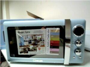Swan SM22030BLN Retro 800 Watt Microwave Free Standing Blue