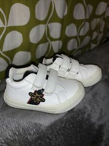 RIVER ISLAND Baby Trainers UK 4 Bee Embossed White Pump Fasten Hook&Loop 20.5