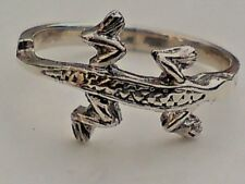 SOLID STERLING SILVER BAND RING with a LIZARD DESIGN Several Sizes £12.95 NWT