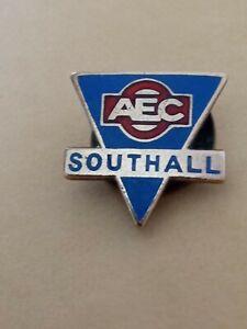 C1950S VINTAGE AEC SOUTHALL (LORRIES) PROMOTIONAL ENAMEL LAPEL BADGE