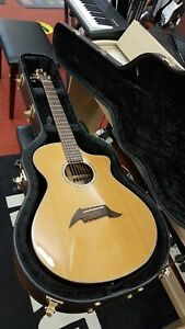 Pre-owned Breedlove Cascade C25/CRe electroc acoustic guitar with hard case