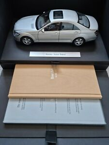 Mercedes-Benz S-Class S500 W221 1:18 AUTOart VIP Launch Model & Brochures 2005