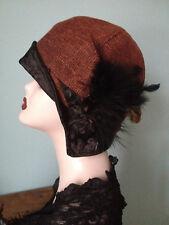 Chapeau cloche tweed rouge et noir plumes automne fait main 1920 Gatsby Downton
