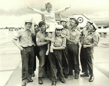 Petula Clark,Presse Photo,1968,20x15,Yeovilton,Navy welcome for Petula,Mrs.Chips