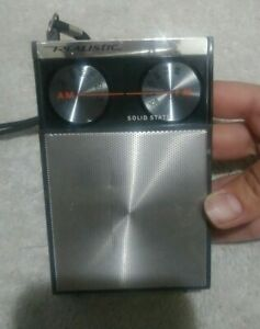 Vintage Radio Shack REALISTIC Hand Held Portable AM-FM Radio