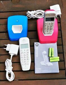2 digitale Schnurlostelefone Motorola S12 in Rot und Blau