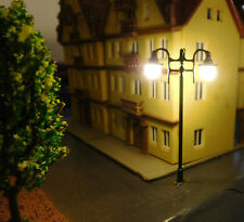 3 grüne Straßenlaternen 2-flammig, 57 mm hoch, 6V LED aus Metall, H0 TT
