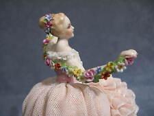 Porcelaine Capodimonte Collection Fabris. Dame avec guirlande de fleurs
