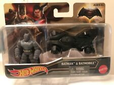 TOY D.C. COMICS BATMAN AND THE BATMOBLE / AQUAMAN Sold Separately.