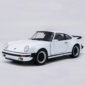 1:24 Porsche 911 Turbo 3.0 1974 Model Car Diecast Doors Open White Collection