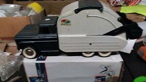 Structo Hydraulic Sanitation Service truck.