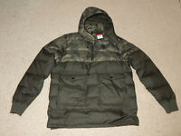 Nike Lebron James Down Filled Coat AT3904-355 Size Men's L-Tall Camo MSRP $350