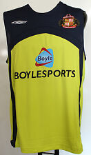 SUNDERLAND SULPHUR SLEEVELESS TRAINING SHIRT BY UMBRO SIZE LARGE BRAND NEW