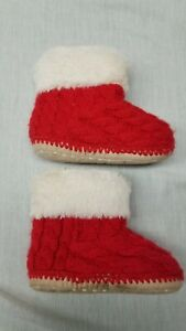 Baby Gap size medium 7/8 red knit white fleece booties slippers home shoes