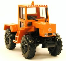 H0 BREKINA Starmada Mercedes Benz MB TRAC 800 Schlepper Kommunal orange # 13703