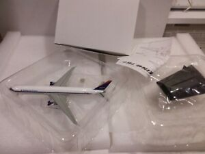 Delta Airlines Boeing 767-400 1/400 Scale by Dragon Wings  White Box