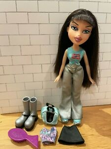 BRATZ FLAUNT IT JADE with second outfit