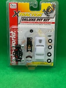 NEW AUTO WORLD, '55 CHEVY BEL AIR, DELUXE PIT KIT WITH X-TRACTION CHASSIS UNUSED