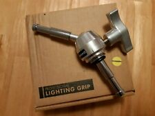 AVENGER F825TH BABY SWIVEL PIN WITH 5/8'' PROFESSIONAL LIGHTING GRIP