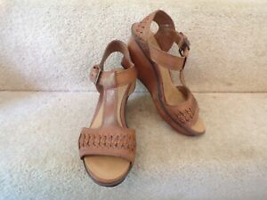 LADIES SANDALS SIZE 4.5 CLARKS BROWN LEATHER PLUS FITTING WORN LIGHTLY