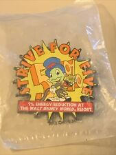 Disney 2006 Cast Exclusive-Jiminy Cricket-Strive For Five Pin-Pins