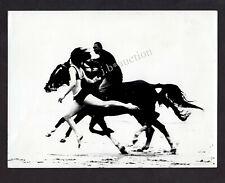 WETTLAUF AM STRAND / JUNGE ATHLETIN GEGEN PFERD * 60s Vintage by J LUBBERS NL