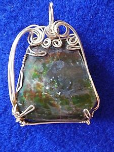 AMMOLITE POLISHED STONE WITH GOLD TONE HAND MADE CAGE 50 mm x 31.75 mm PENDANT