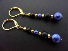 A PAIR OF DANGLY BLUE & BLACK GLASS PEARL GOLD PLATED LEVERBACK HOOK EARRINGS.