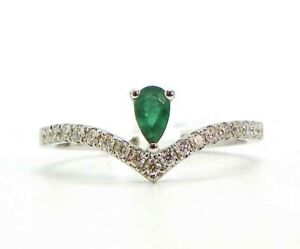 Delicate Tiara Shaped .20ct Emerald surrounded by .20ctw Diamond Ring Size 6.25