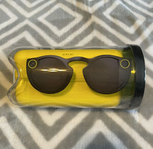 NIB Snapchat Spectacles Glasses with Charging Cable And Case New Black 1st Gen