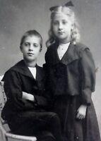Bruder und Schwester - Foto / Fotographie - J. Deal / Hamburg
