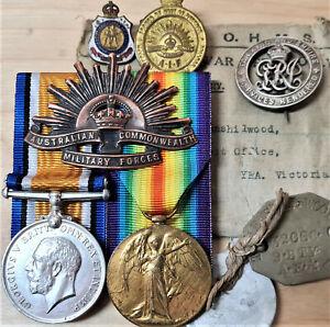 22 HOWITZER BRIGADE AUSTRALIAN WW1 BRITISH WAR MEDALS 32068 HENSHILWOOD BADGES