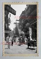 MAN PRAY CENTRAL STREET SCENE WAN CHAI FLOWER Vintage HONG KONG Photo 23121香港旧照片