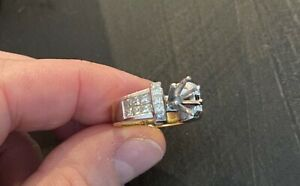 Gorgeous authentic 18k dual tone gold ring with 20 inlay princess cut diamonds