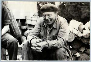 1970s GROWN MAN in Beret Worker lumberjack lumberjack Smile Face USSR Old Photo