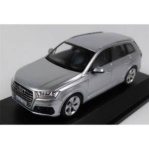 Dealer Model - AUDI Q7 (Silver) - Model Scale 1:43