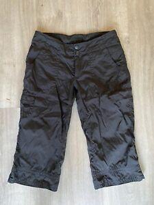The NORTH FACE BLACK Size 4 CARGO Knee Length Hiking Capri / Shorts Inseam EUC!