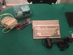 Amiga 600 parzialmente funzionante; con 2 Joystick e vari giochi.
