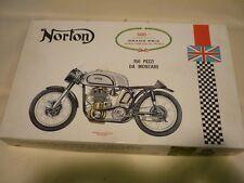 Un PROTAR moto 11109 de l'ONU fait kit plastique de Norton, 500cc. 150 pezzi de Montare